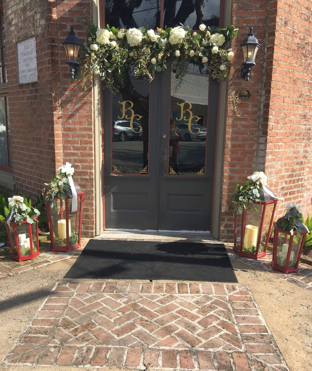 wedding party dinner flower arrangements