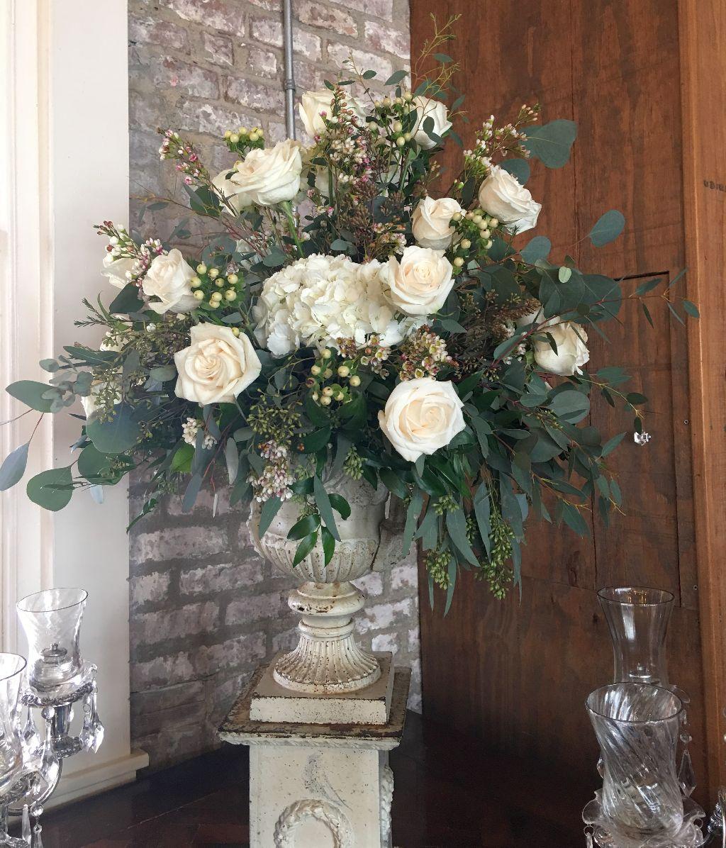 white rose table arrangement